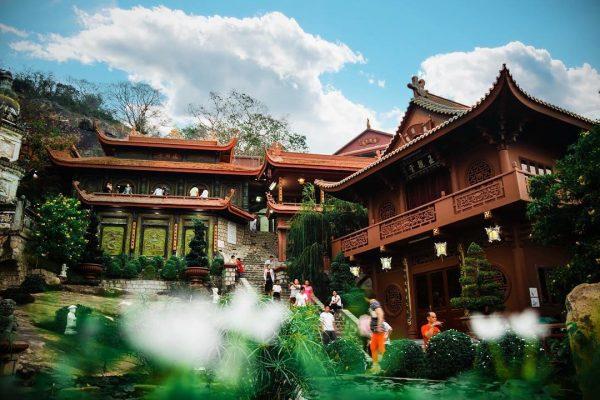 du lịch chùa hang cổ kính