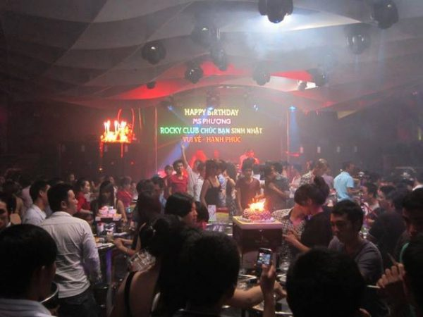 Rocky Club địa điểm vui chơi buổi tối ở nha trang