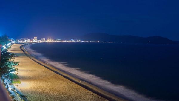 bãi biển vầng trăng khuyết