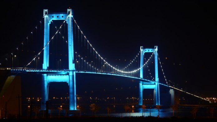 vẻ đẹp cây cầu thuận phước về đêm