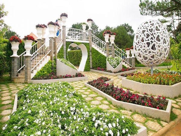 Thung lũng tình yêu là một trong các địa điểm du lịch Đà Lạt nổi tiếng