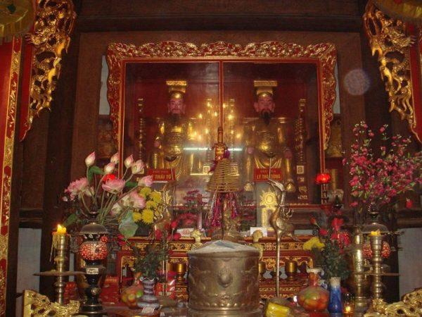 bên trong điện đền đô thờ vị vua nhà Lý