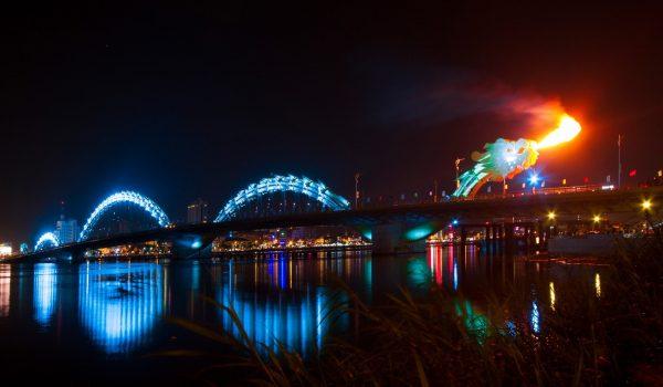 Cầu Rồng phun nước phun lửa dịp cuối tuần