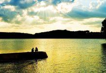 Cảnh đẹp biển hồ lúc chiều xuống